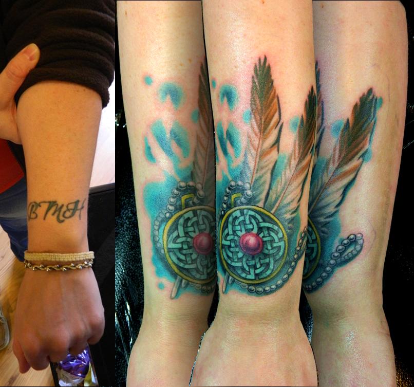 Bedek tatoeages op de pols