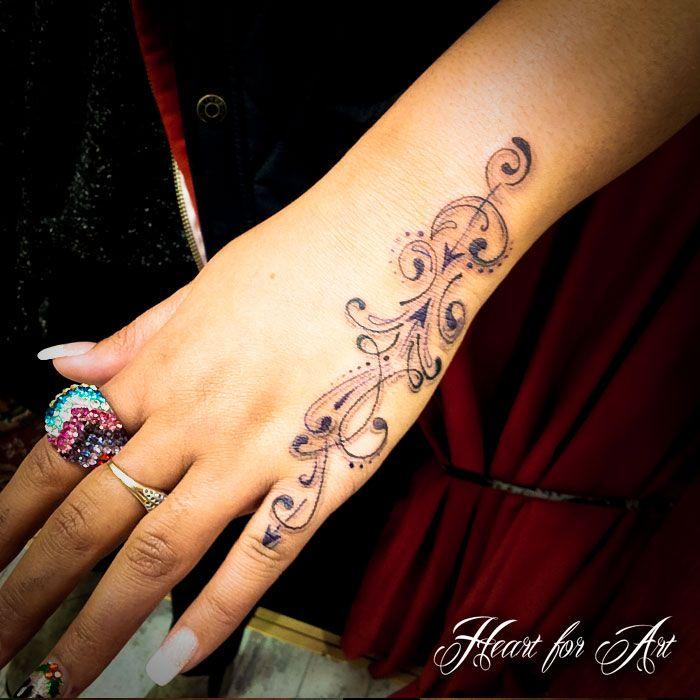 Hand tatoeage