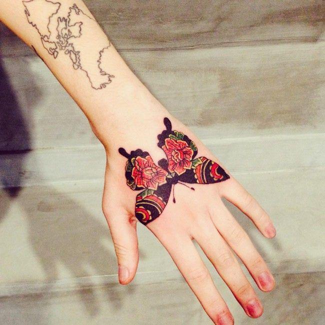 Schmetterling Tattoos am Handgelenk